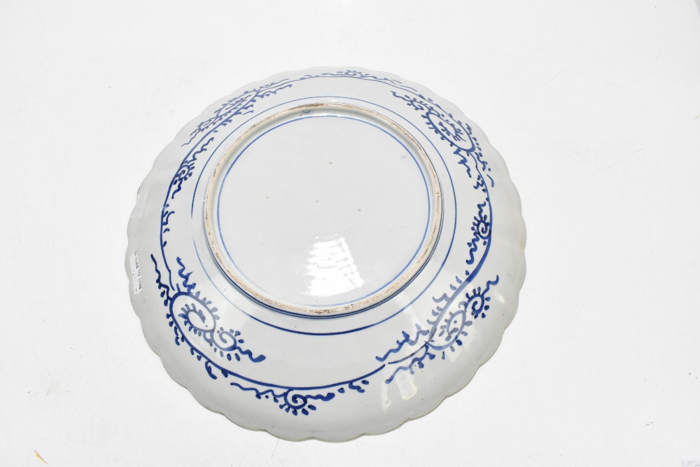 An early 20th century Japanese Imari charger with scalloped shaped rim, diameter 47cm.Additional - Image 2 of 2