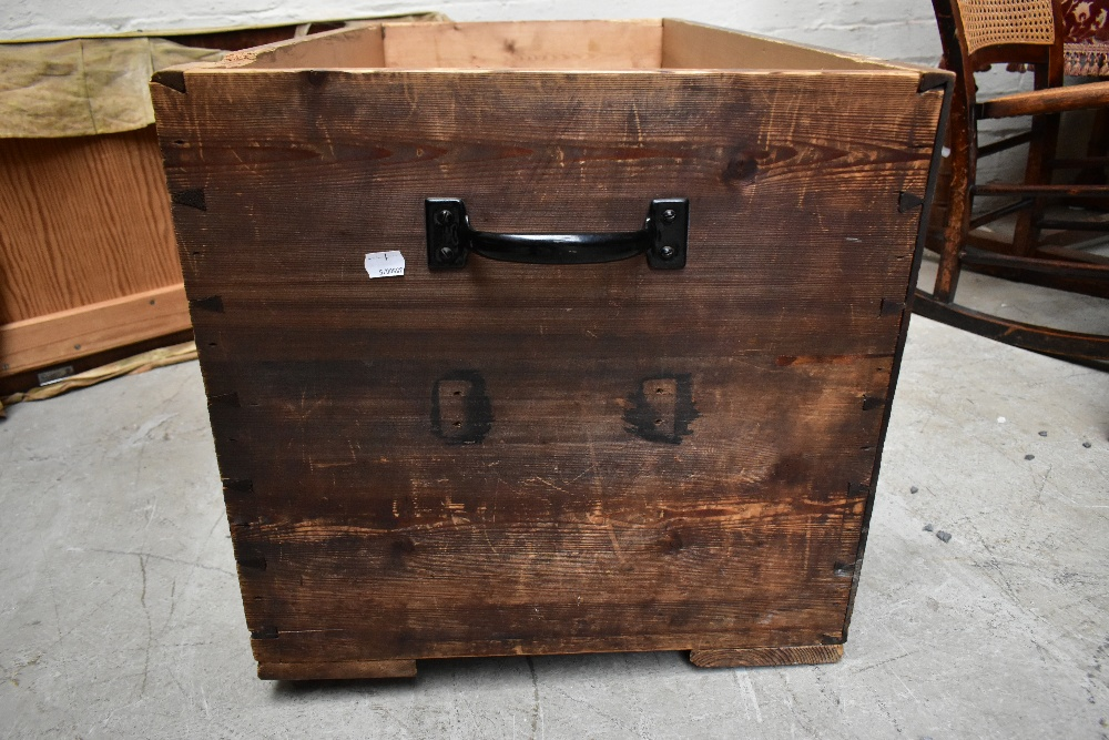A stained pine blanket box of rectangular form, length 91cm (af). - Image 4 of 5