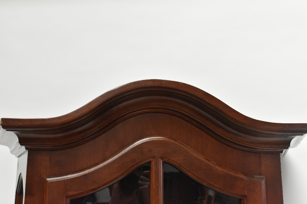 A reproduction display cabinet with glazed door and side panels enclosing four shelves, height 188. - Image 4 of 4