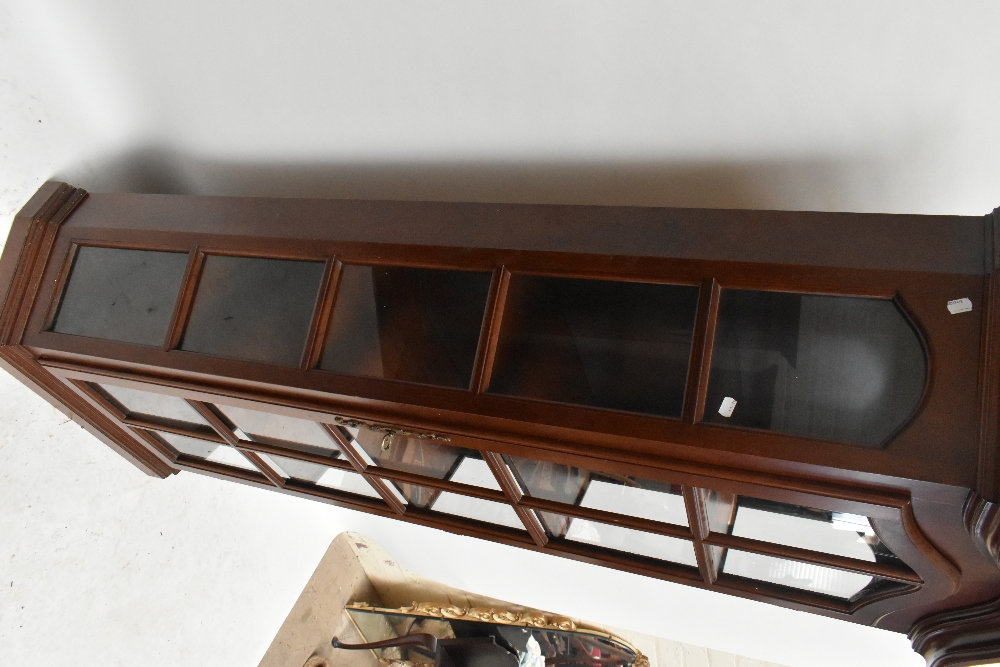 A reproduction display cabinet with glazed door and side panels enclosing four shelves, height 188. - Image 2 of 4