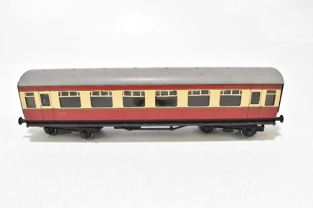 BASSETT-LOWKE; four post-war coaches in BR red and cream livery including a First Class example ( - Image 12 of 13