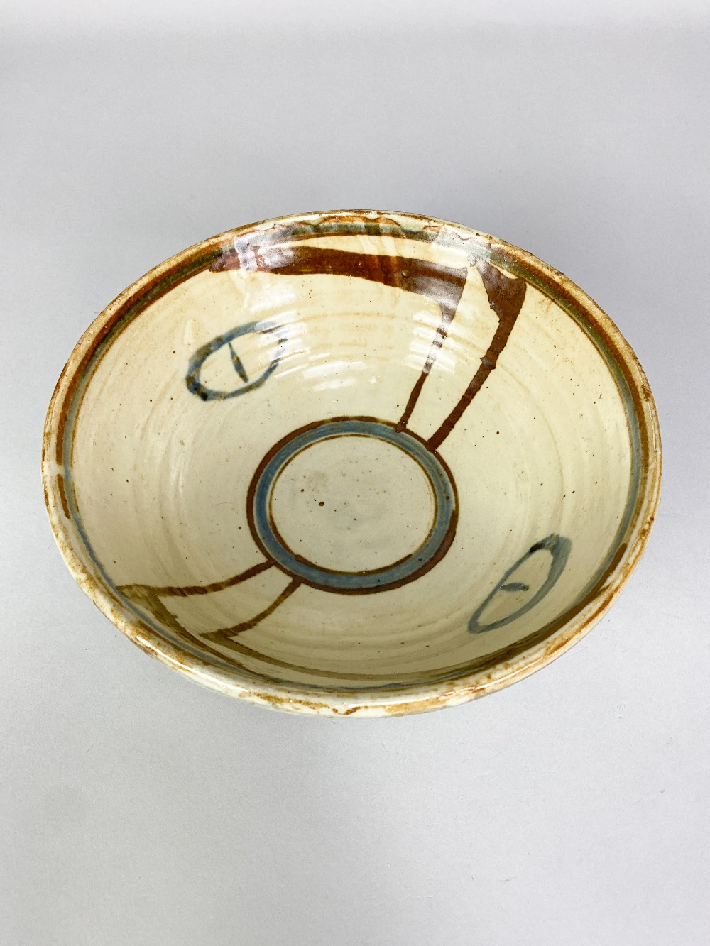 MICHAEL CARDEW (1901-1983) for Wenford Bridge Pottery; a stoneware footed bowl with iron and - Image 3 of 5