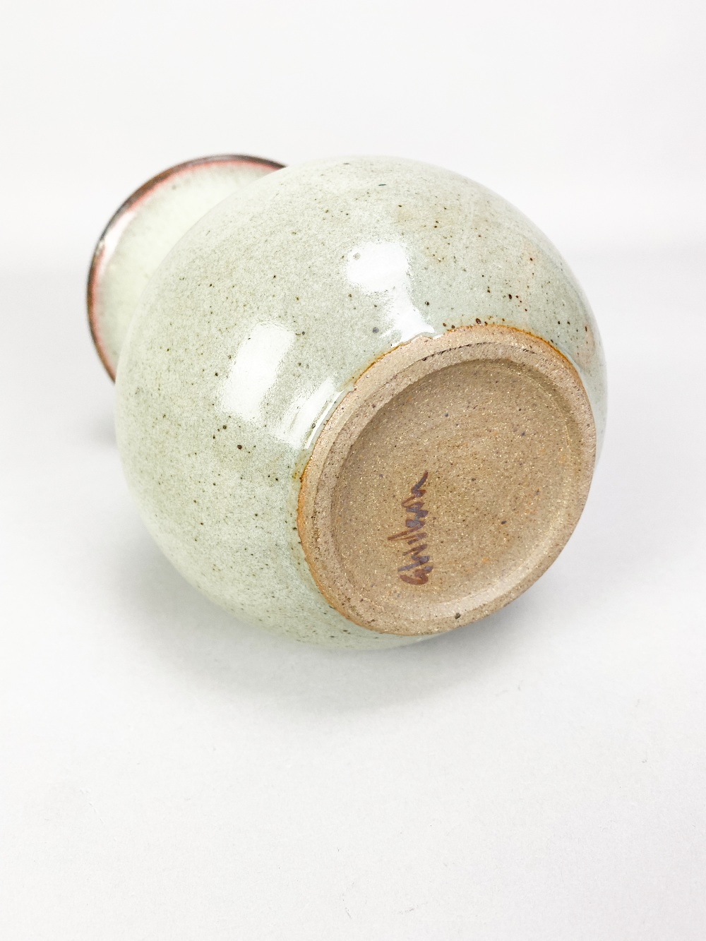 GEORGE WILSON (1924-2004); a bulbous stoneware vase covered in grey glaze, painted signature, height - Image 4 of 5