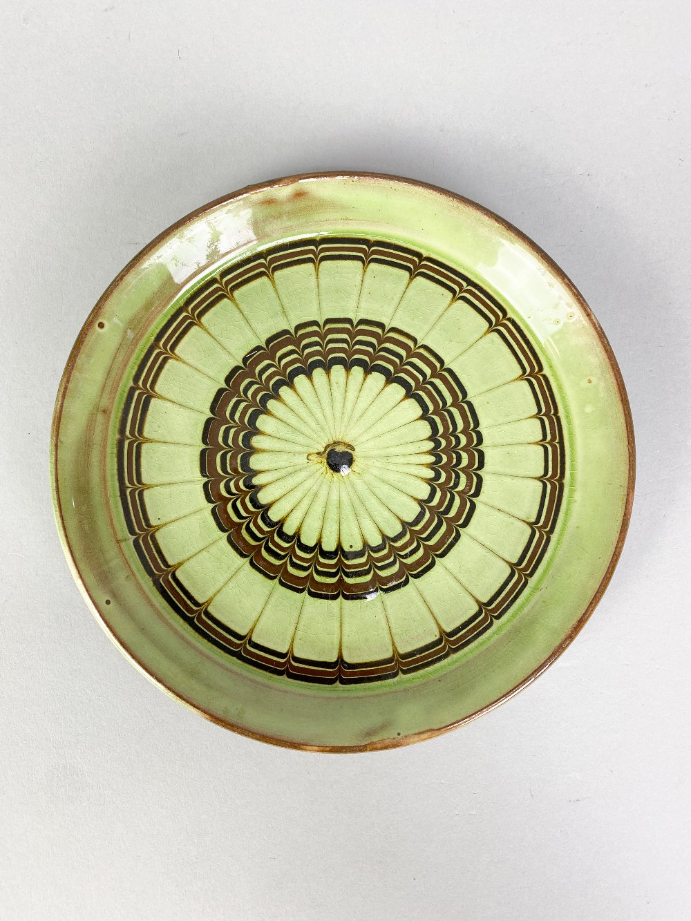 SIDNEY TUSTIN (1914-2005) for Winchcombe Pottery; a small slipware plate with feathered - Image 3 of 5
