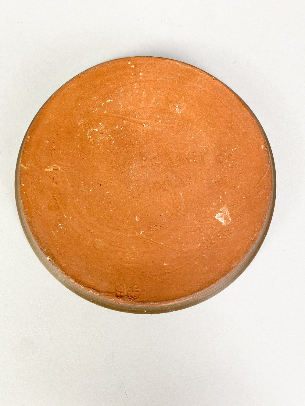 SIDNEY TUSTIN (1914-2005) for Winchcombe Pottery; a small slipware plate with feathered - Image 4 of 5
