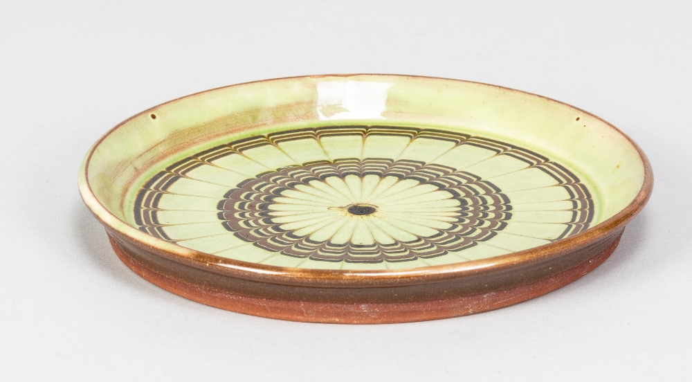 SIDNEY TUSTIN (1914-2005) for Winchcombe Pottery; a small slipware plate with feathered - Image 2 of 5