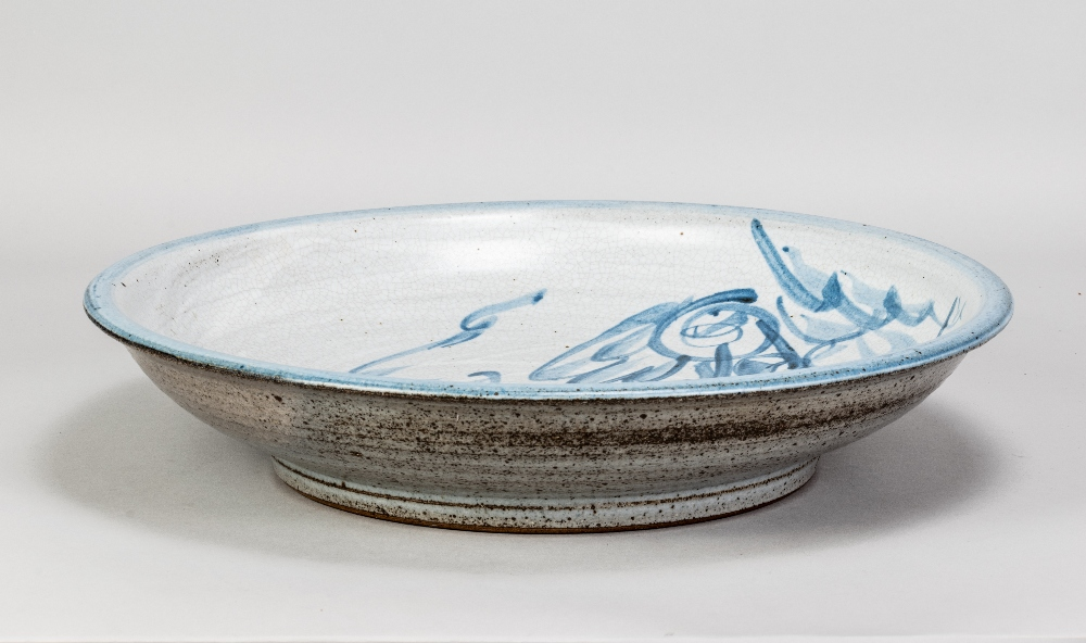 MALCOLM PEPPER (1937-1980); a stoneware charger covered in grey crackle glaze with cobalt - Image 3 of 5