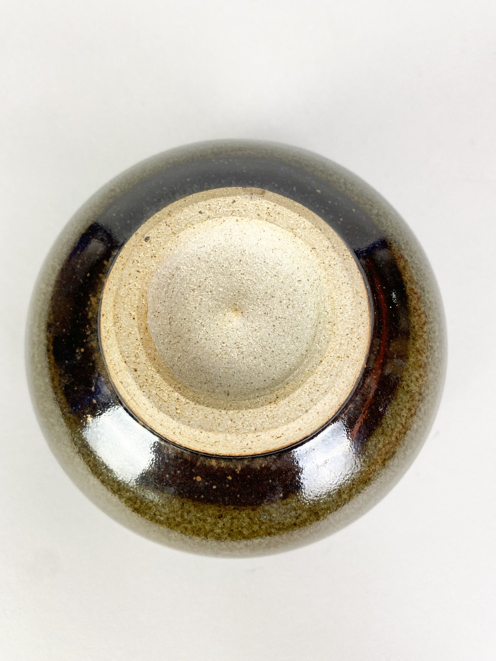 PAUL BARRON (1917-1983); a stoneware chawan covered in tenmoku and mottled green glaze, impressed - Image 4 of 5