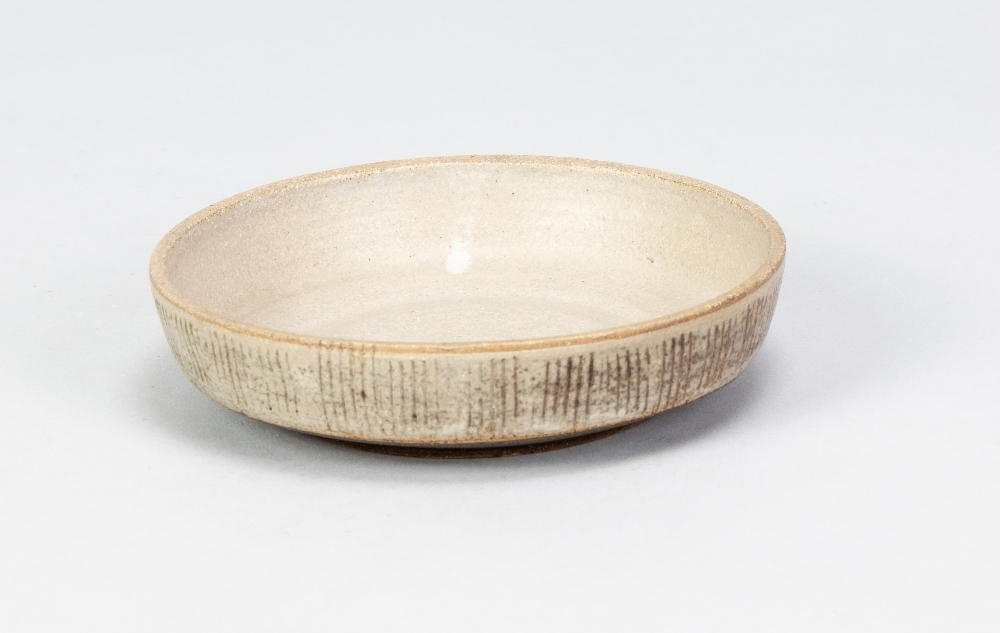 EILEEN LEWENSTEIN (1925-2005); a small stoneware dish with sgraffito decoration, impressed EL - Image 2 of 5
