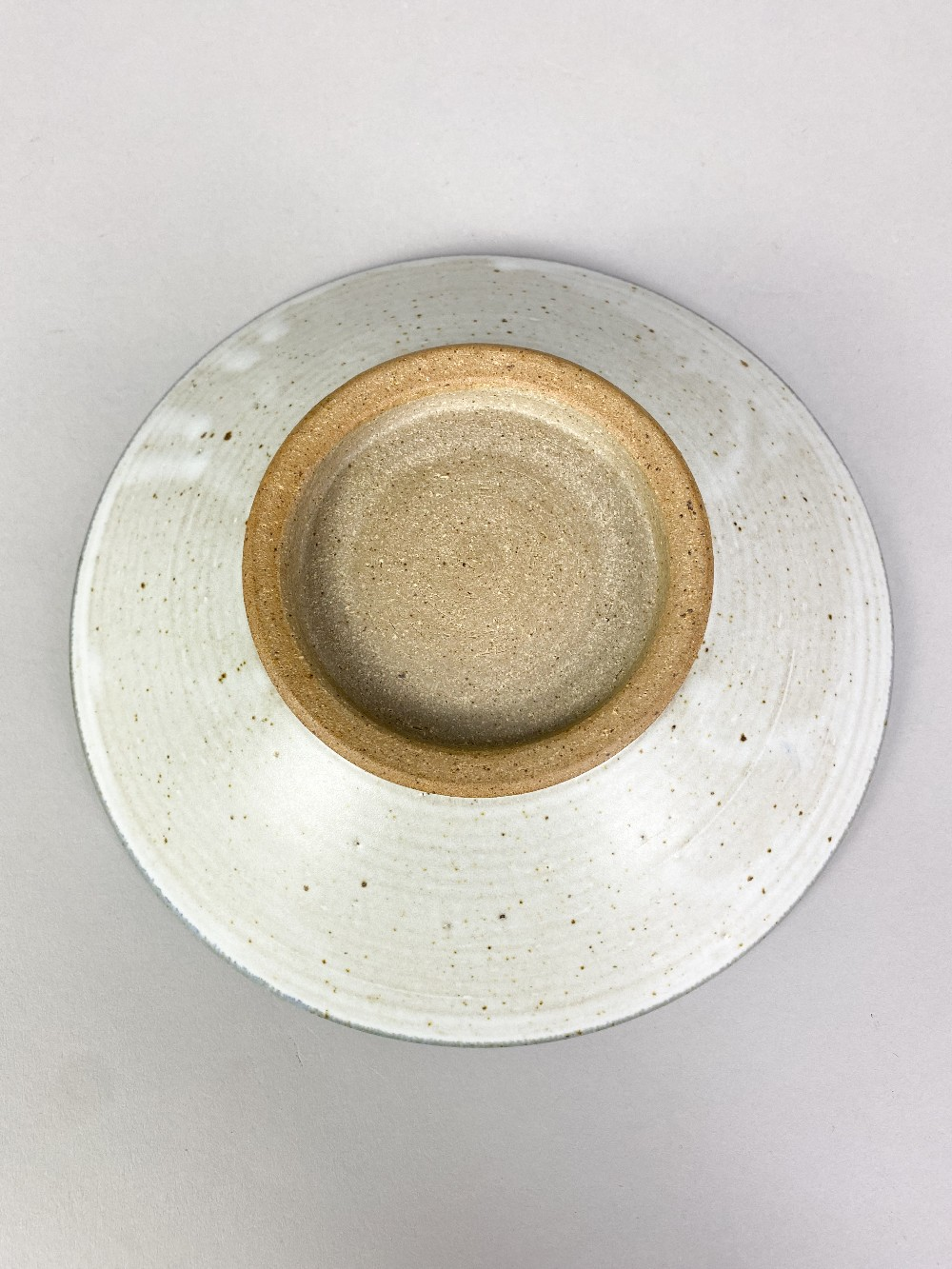 BRYAN NEWMAN (1935-2019) for Aller Pottery; a stoneware footed dish with wax resist decoration on - Image 4 of 5