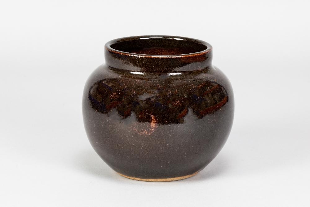 URSULA MOMMENS (1908-2010); a stoneware vase covered in tenmoku breaking to kaki glaze, impressed UD - Image 2 of 5