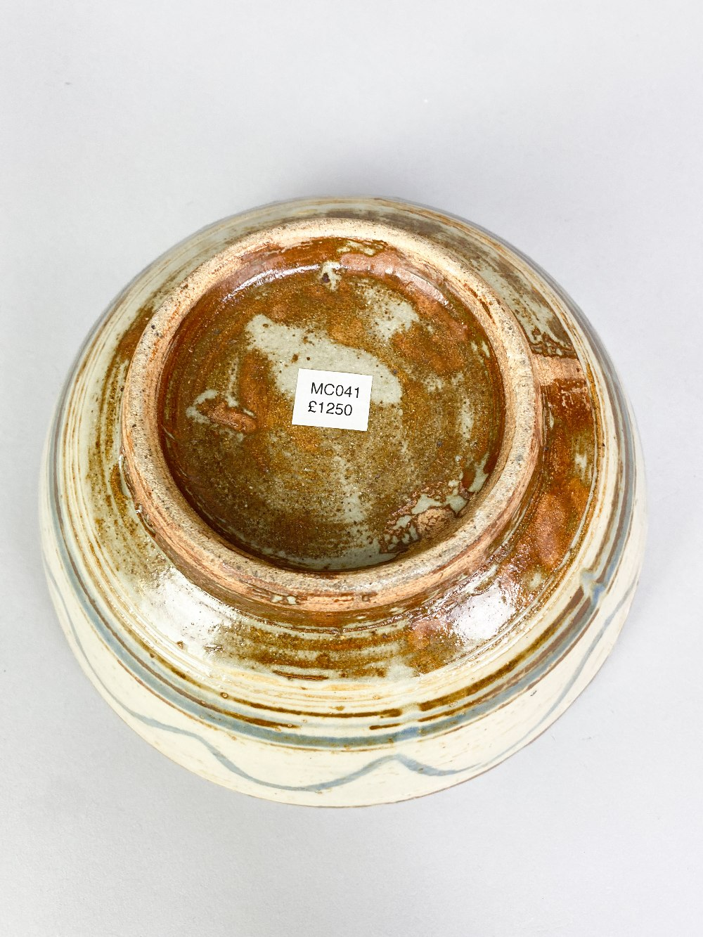 MICHAEL CARDEW (1901-1983) for Wenford Bridge Pottery; a stoneware footed bowl with iron and - Image 4 of 5