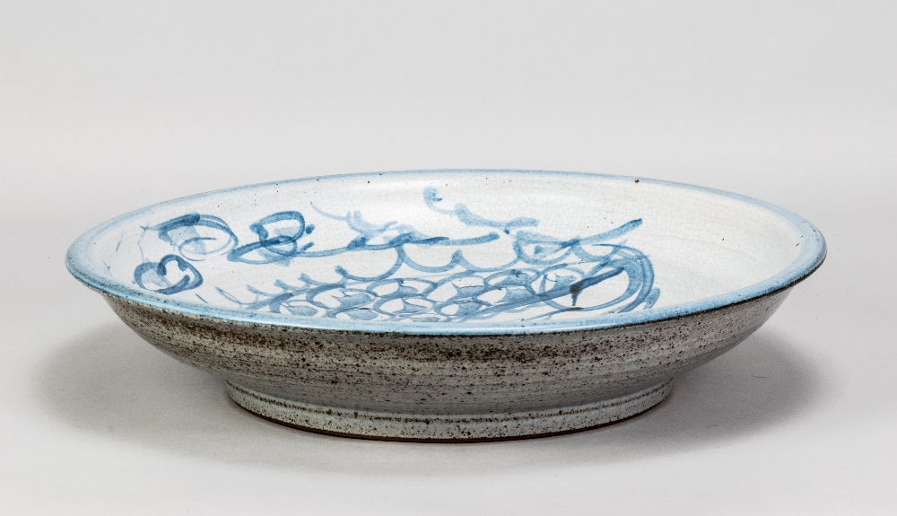 MALCOLM PEPPER (1937-1980); a stoneware charger covered in grey crackle glaze with cobalt - Image 2 of 5