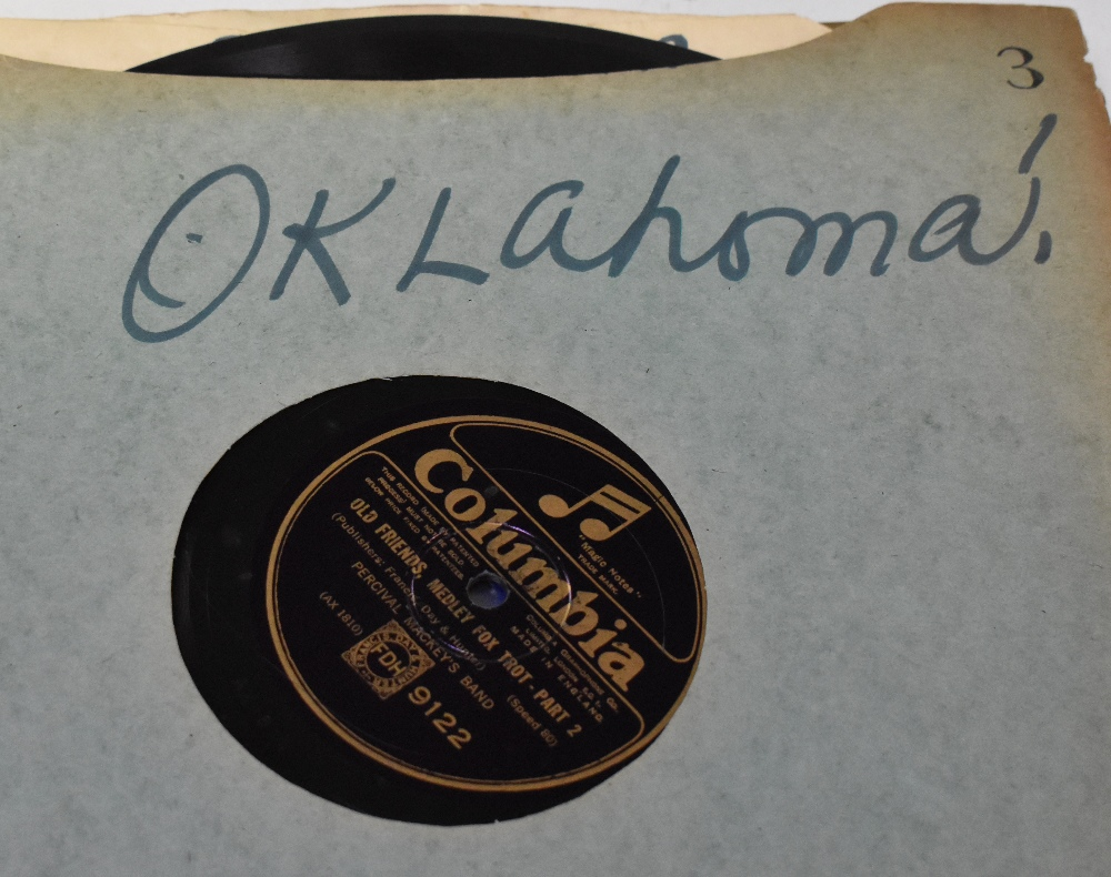 A large collection of over 120 shellac 78s, various labels to include Brunswick, Capitol Records, - Image 3 of 6