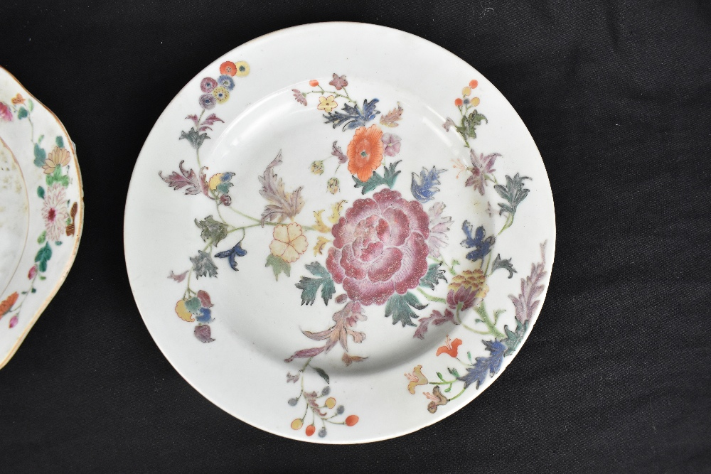 An 18th century Chinese Export Famille Rose oval platter with floral decoration, 27 x 37cm and - Image 6 of 13