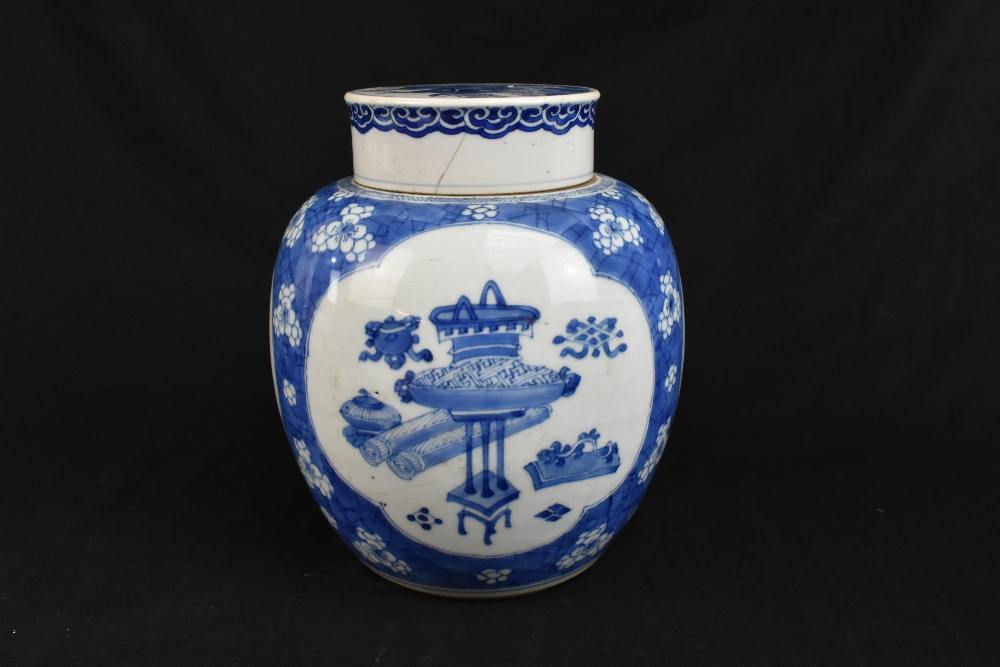 A late 19th century Chinese blue and white ginger jar and cover, the cover painted with a shishi - Image 3 of 10
