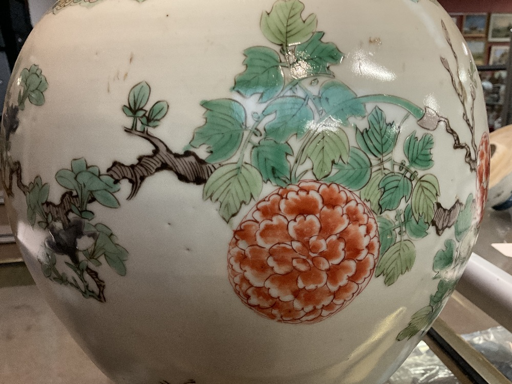 A 19th century Chinese Famille Verte Wucai porcelain temple jar and cover painted with a band of - Image 15 of 33