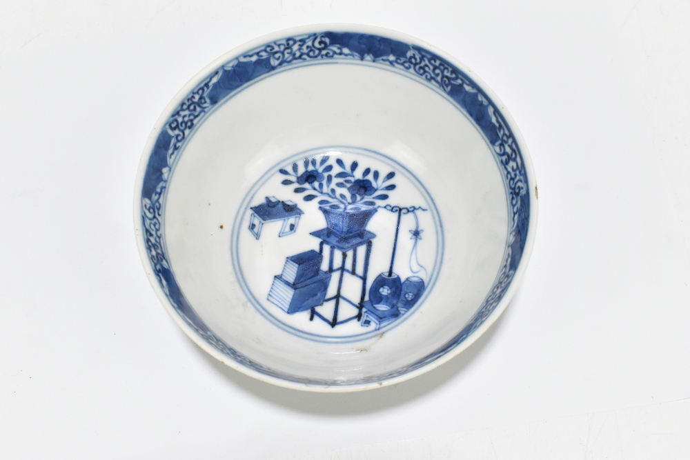 A 19th century Chinese blue and white porcelain footed bowl decorated with objects to the interior - Image 7 of 8