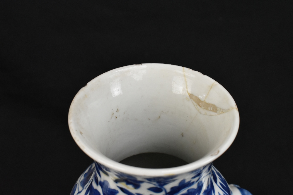 A pair of 19th century Chinese blue and white porcelain vases each with moulded handles representing - Image 5 of 14
