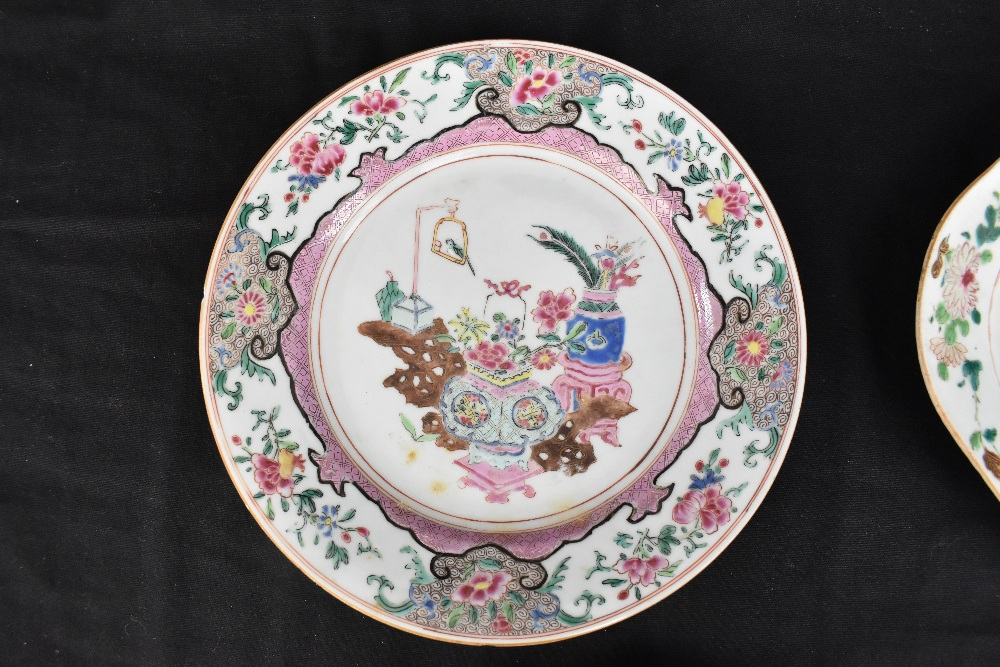 An 18th century Chinese Export Famille Rose oval platter with floral decoration, 27 x 37cm and - Image 2 of 13