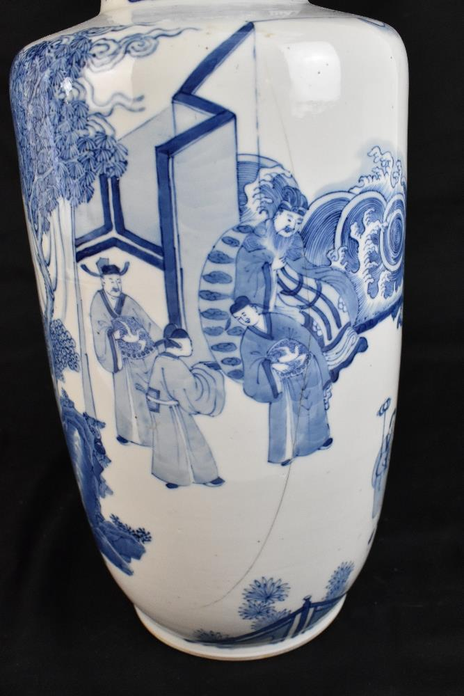 A good and large 19th century Chinese blue and white rouleau vase, painted with a continuous figural - Image 6 of 7