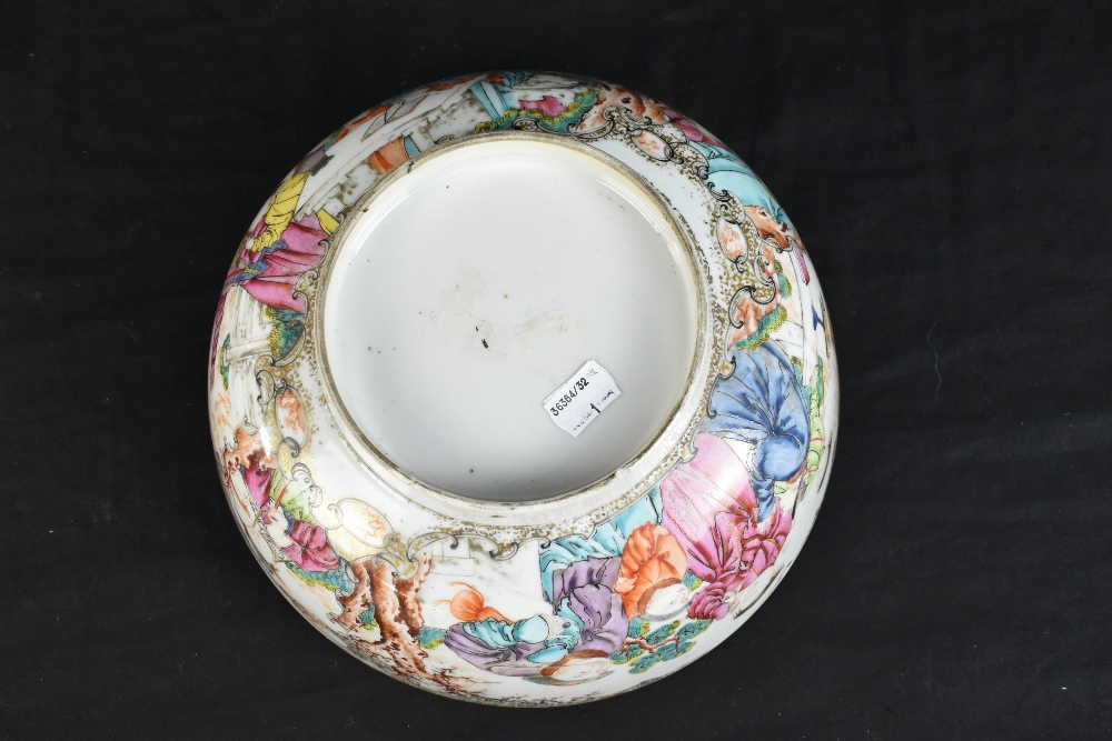 An 18th century Chinese Export Famille Rose footed bowl painted in enamels with figures in landscape - Image 7 of 11
