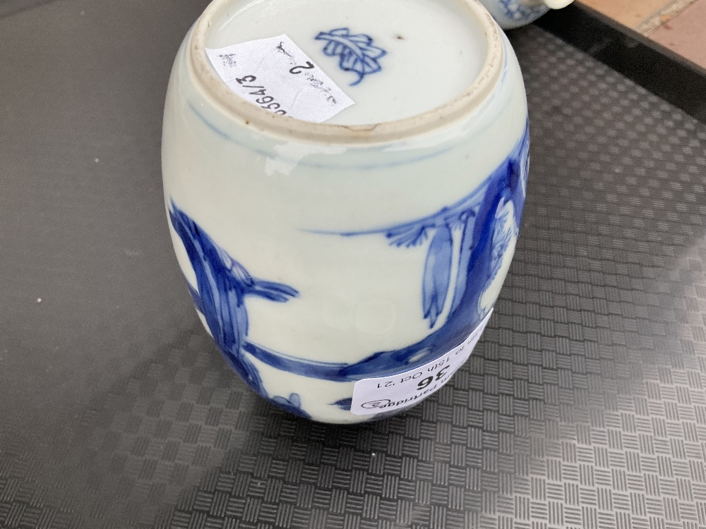 A pair of 18th century Chinese blue and white porcelain tea caddies and covers, painted with maidens - Image 15 of 23