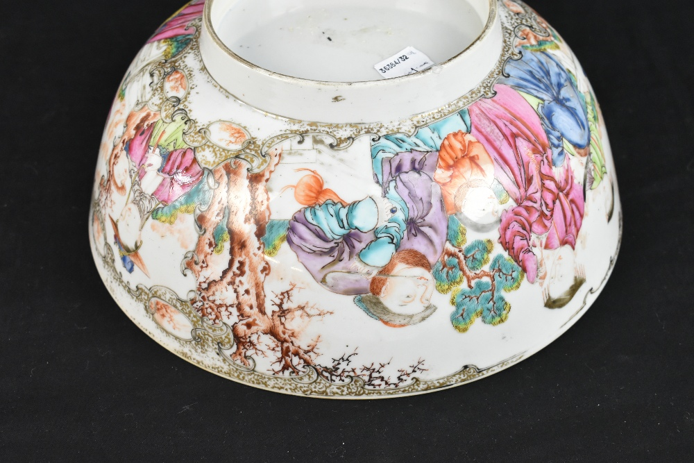 An 18th century Chinese Export Famille Rose footed bowl painted in enamels with figures in landscape - Image 8 of 11