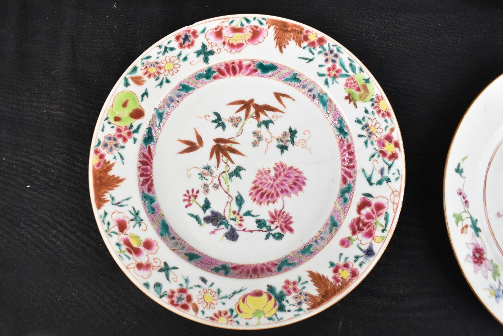 An 18th century Chinese Export Famille Rose oval platter with floral decoration, 27 x 37cm and - Image 3 of 13