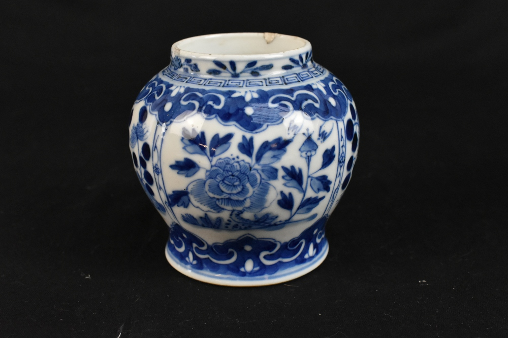 A 19th century Chinese blue and white porcelain vase with swollen body and cyclindrical neck - Image 11 of 12