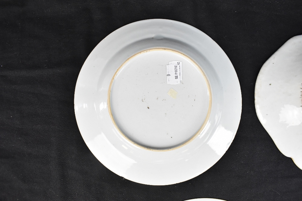 An 18th century Chinese Export Famille Rose oval platter with floral decoration, 27 x 37cm and - Image 9 of 13