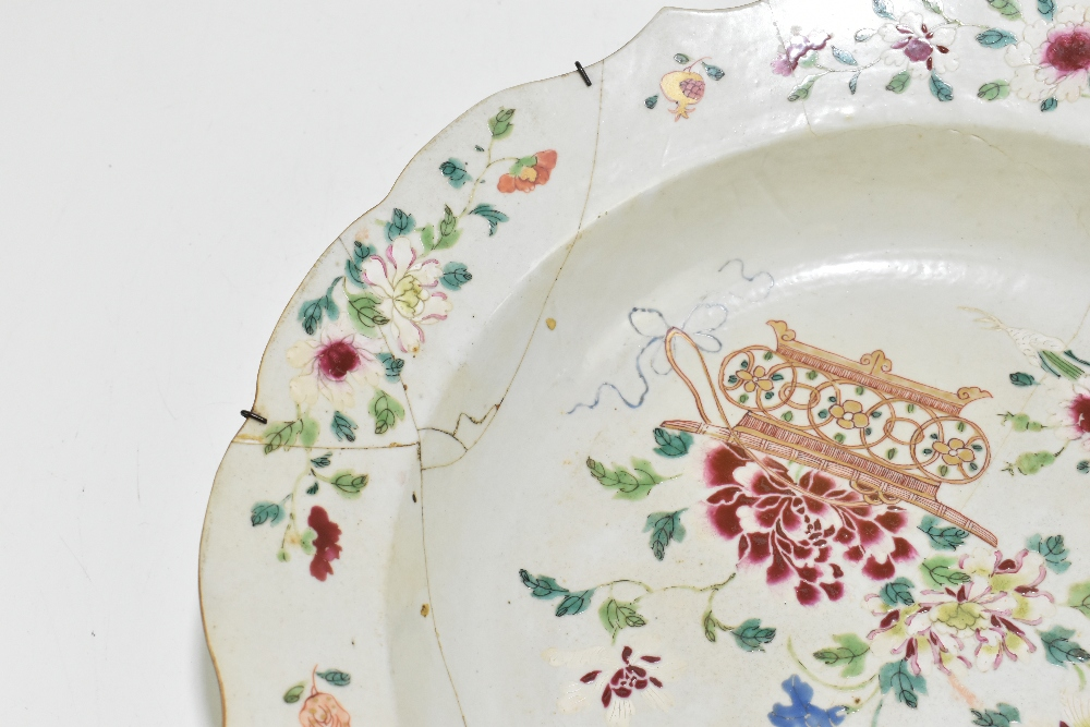 Four pieces of 18th century Chinese Export including a large Famille Rose bowl with scalloped - Image 14 of 15