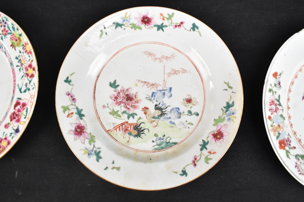 An 18th century Chinese Export Famille Rose oval platter with floral decoration, 27 x 37cm and - Image 4 of 13