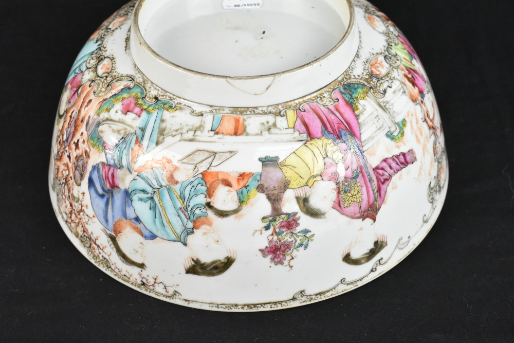 An 18th century Chinese Export Famille Rose footed bowl painted in enamels with figures in landscape - Image 11 of 11