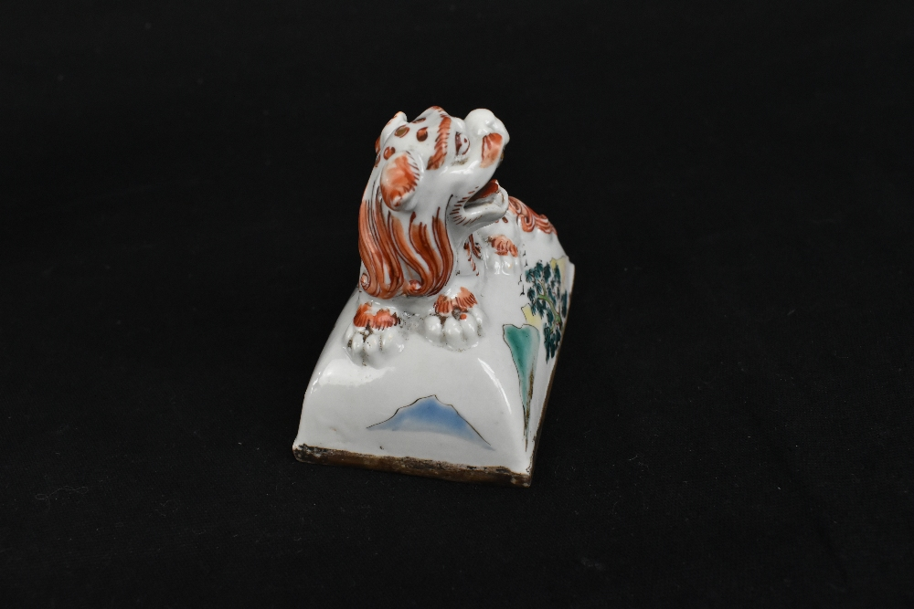 A 19th century Chinese Famille Verte Wucai porcelain koro and cover, the cover moulded with a shishi - Image 11 of 14