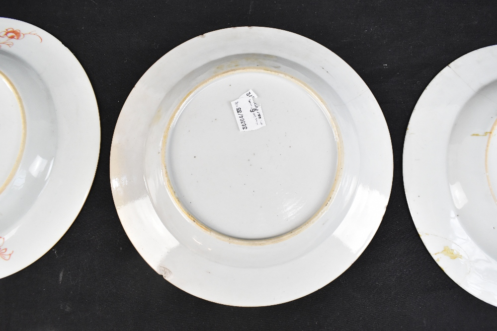 An 18th century Chinese Export Famille Rose oval platter with floral decoration, 27 x 37cm and - Image 10 of 13
