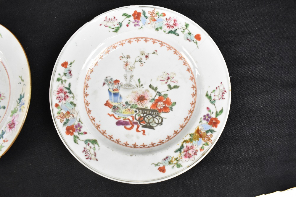 An 18th century Chinese Export Famille Rose oval platter with floral decoration, 27 x 37cm and - Image 5 of 13