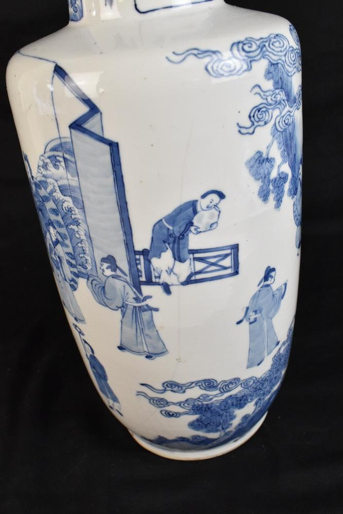 A good and large 19th century Chinese blue and white rouleau vase, painted with a continuous figural - Image 7 of 7