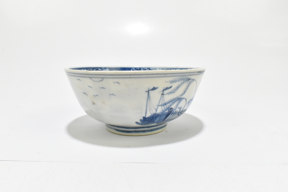 A 19th century Chinese blue and white porcelain footed bowl decorated with objects to the interior - Image 5 of 8