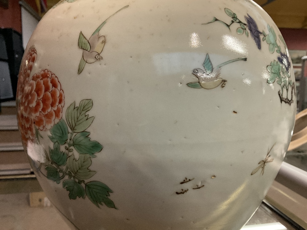 A 19th century Chinese Famille Verte Wucai porcelain temple jar and cover painted with a band of - Image 22 of 33