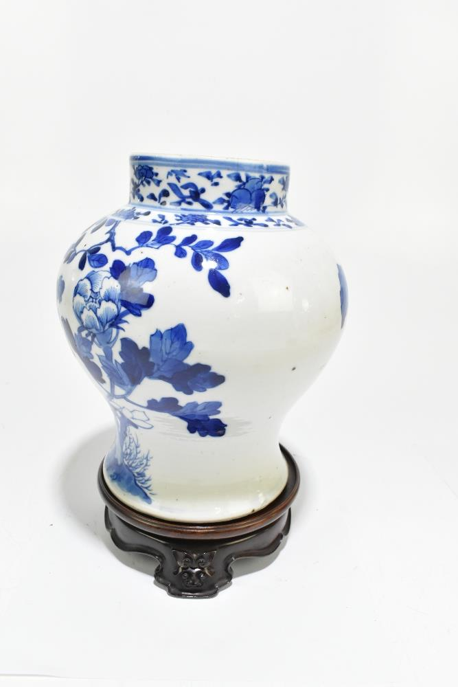 A late 19th century Chinese blue and white porcelain jar decorated with exotic birds perching beside - Image 4 of 7