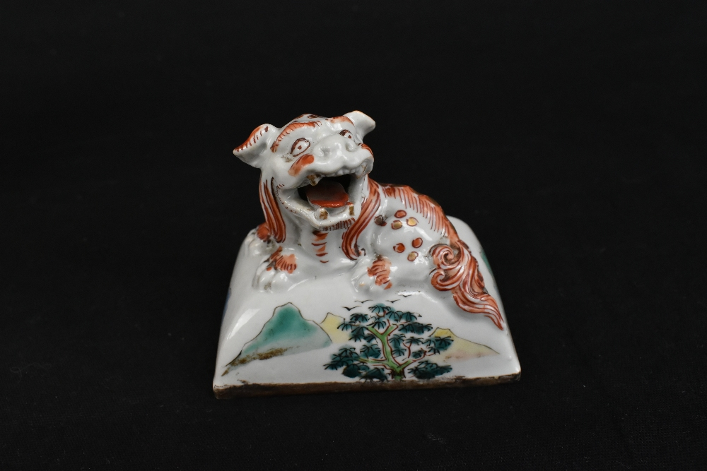 A 19th century Chinese Famille Verte Wucai porcelain koro and cover, the cover moulded with a shishi - Image 10 of 14