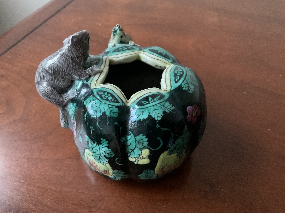 A Chinese Famille Noire ceramic brush pot with moulded decoration of two rats to the body, painted - Image 10 of 13