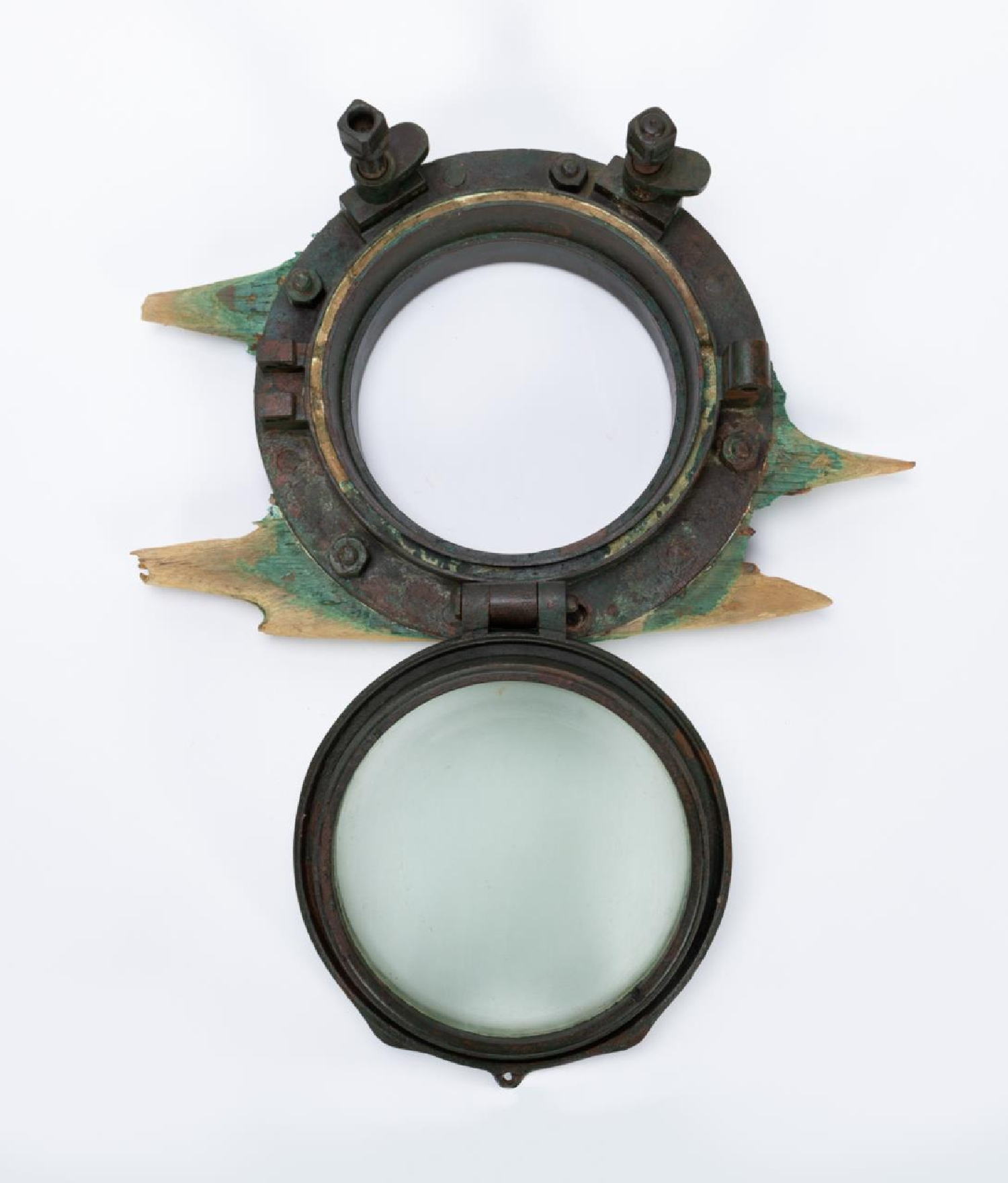 RMS CARPATHIA, SALVAGED PORTHOLE WITH PARTIAL WOOD - Image 4 of 5