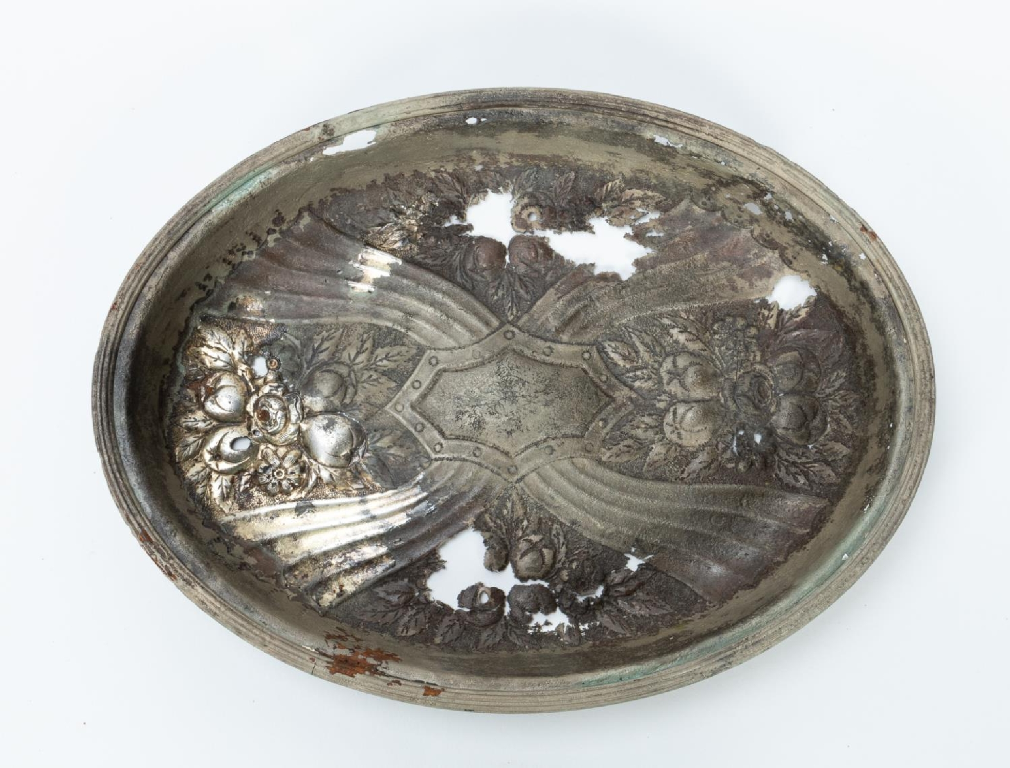 RMS CARPATHIA, SALVAGED SILVERPLATE SERVING DISH