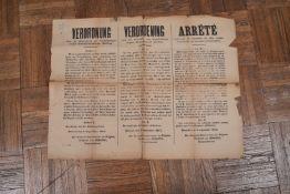 Deux affichettes. « Verorunung » (arrêté)… » il est strictement défendu aux habitants »… signé génér