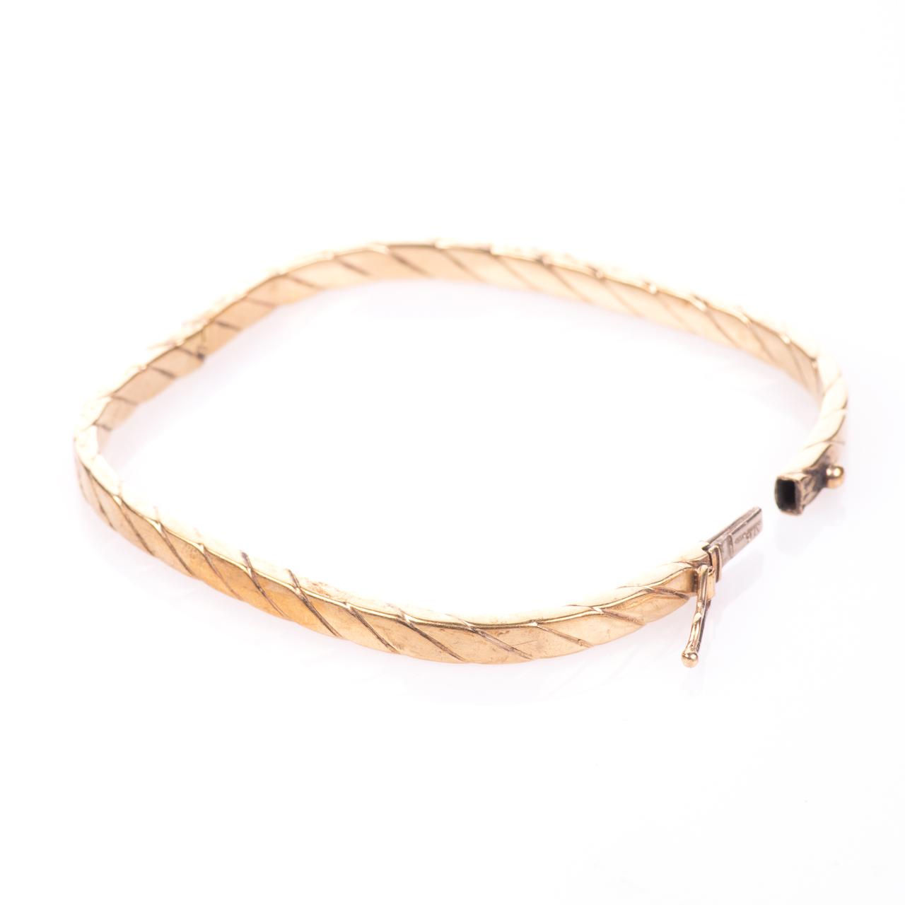 9ct Gold Bangle Bracelet - Image 3 of 6