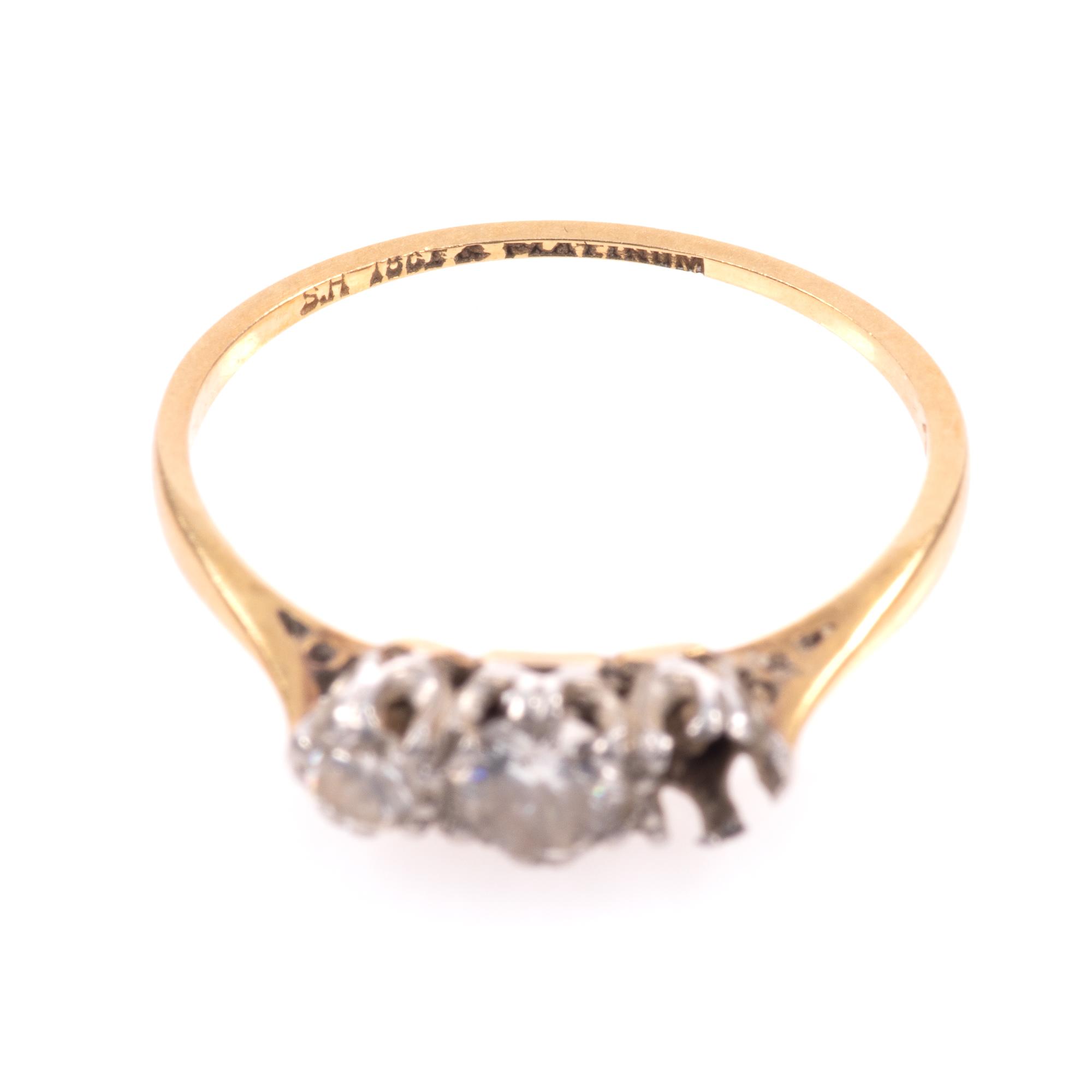18ct Gold & Platinum 0.40ct Diamond Ring - Image 4 of 8