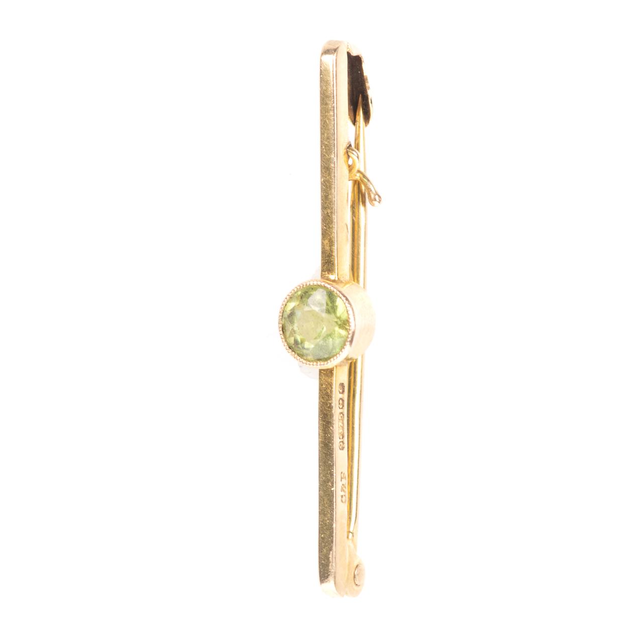 9ct Gold 0.50ct Peridot Brooch Birmingham 1977 Cropp & Farr Ltd