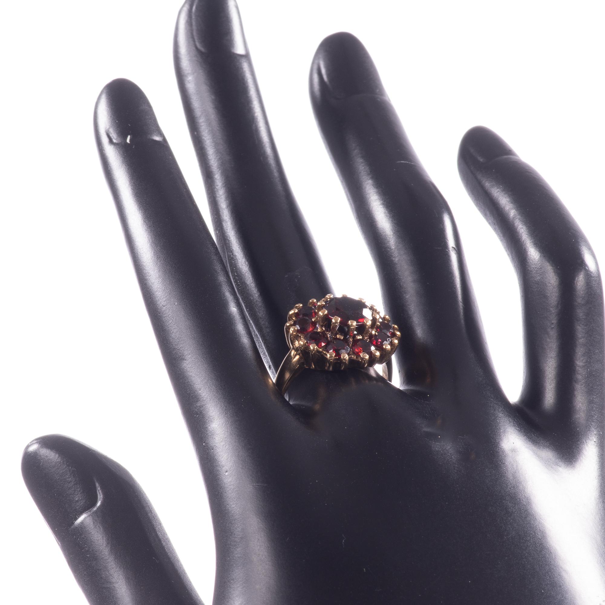 9ct Gold Garnet Ring London 1963 - Image 2 of 8
